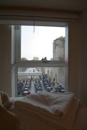 Vue depuis la chambre sur la place principale
